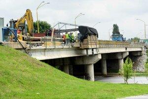 Oprava mosta na KVP.