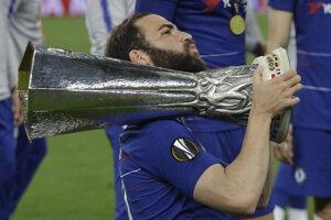 Gonzalo Higuain s trofejou.