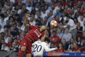 Fabinho (hore) a Dele Alli vo finále Ligy majstrov 2018/2019 Liverpool - Tottenham.