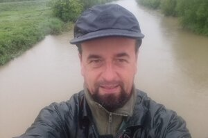 Ochranár Jozef Lengyel na kontrole rieky Nitra.