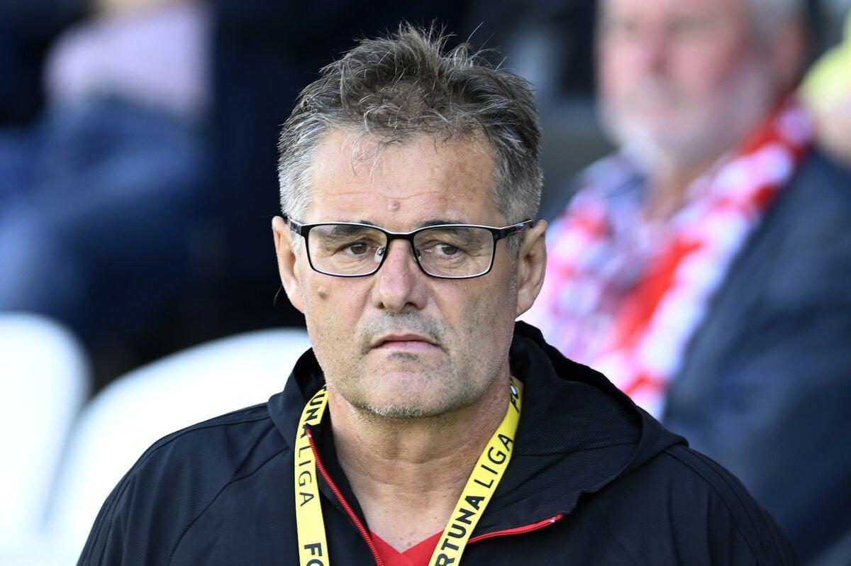 fd6b5d2a38 Tréner AS Trenčín Ivan Galád v zápase 9. kola nadstavbovej časti Fortuna  ligy o záchranu