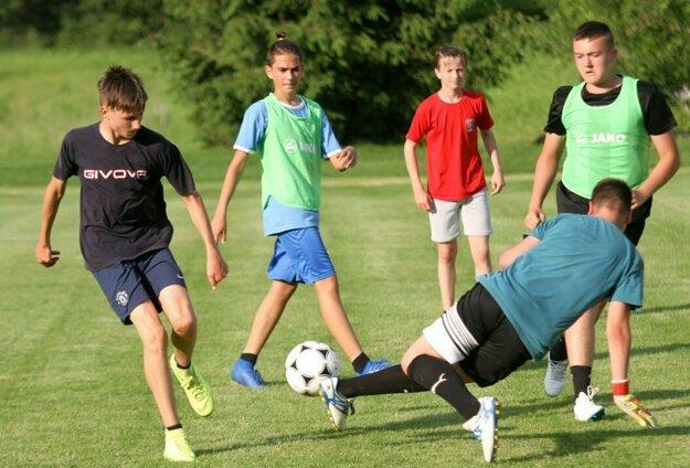 Modelované zápasy boli bohaté na pekné futbalové momenty.