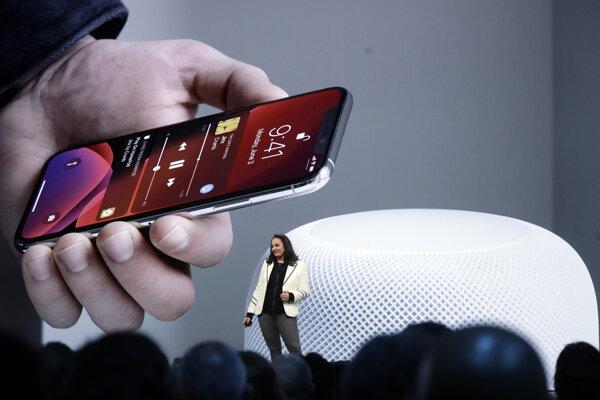 Apple používa operačný systém iOS vo svojich inteligentných telefónoch iPhone aj počítačových tabletoch iPad.