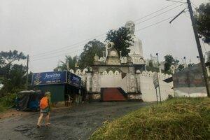 Budhistický chrám na kopci v Kandy.