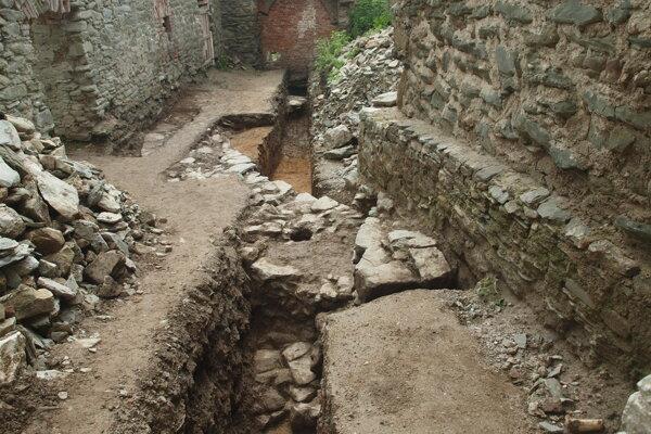 Archeologický výskum na Markušovskom hrade.