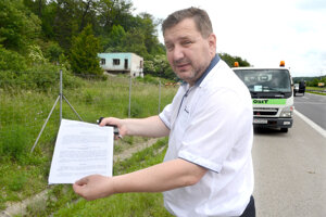 K upratovaniu došlo po tom, ako Ihnát upozornil na tony odpadu neďaleko diaľničného privádzača.