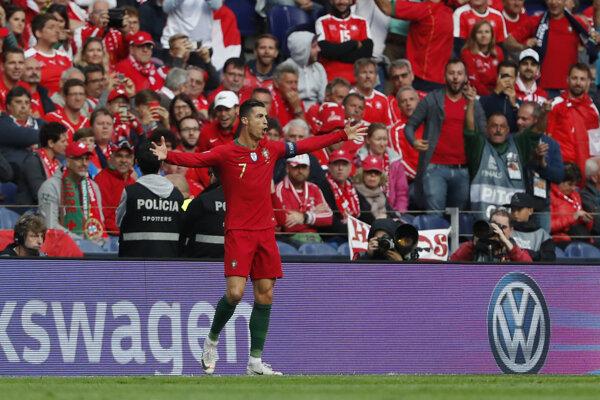 Cristiano Ronaldo po strelenom góle v semifinále Ligy národov 2019 Portugalsko - Švajčiarsko.