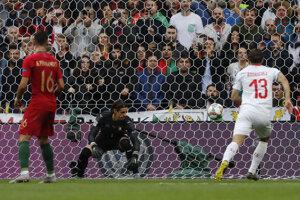 Švajčiarsky brankár Yann Sommer po inkasovanom góle v zápase semifinále Ligy národov 2019 Portugalsko - Švajčiarsko.