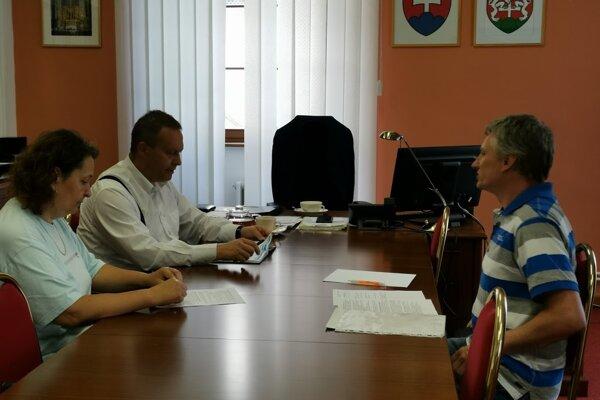 Zástupcovia petičného výboru u levočského primátora.