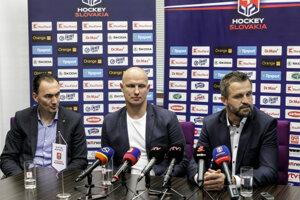 Zľava: Miroslav Šatan, Martin Štrbák a Róbert Petrovický.