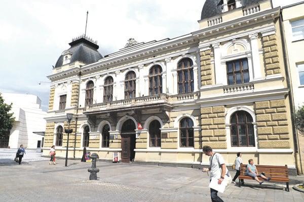 Historická radnica na pešej zóne, v ktorej sídli Ponitrianske múzeum.