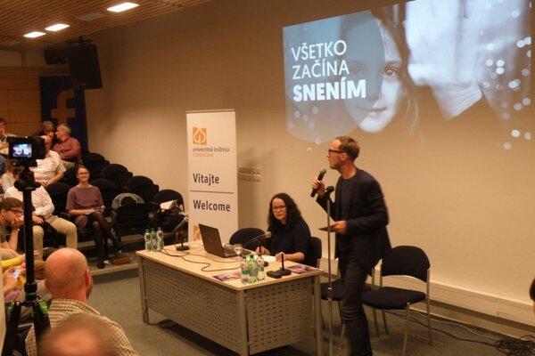Novozámocký projekt podporil na prezentácii aj známy spisovateľ Michal Hvorecký.