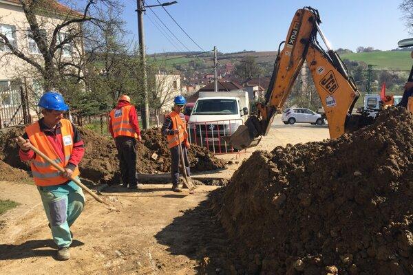 Výstavba kanalizácie v Dolnej Súči.