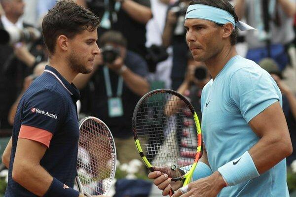 Rafael Nadal a Dominic Thiem pred začiatkom minuloročného finále Roland Garros 10. júna 2018.