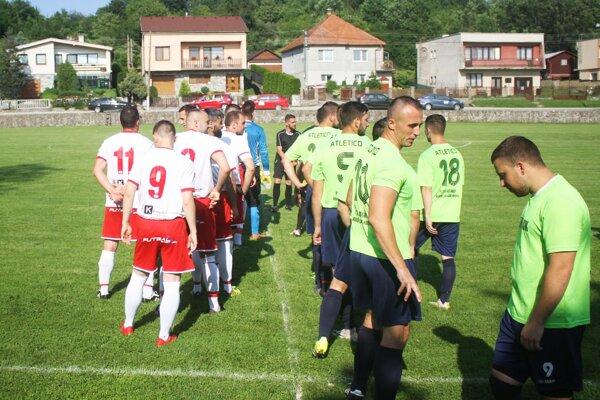 Teplý sobotňajší podvečer patril na Martine dedinskému futbalu.