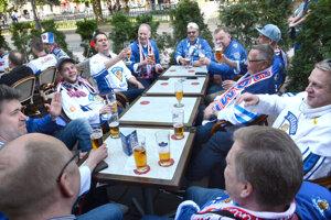 Hokej a pivo, tak vyzerali dni zahraničných fanúšikov počas šampionátu.