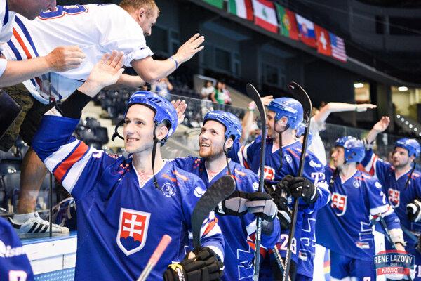 Lukáš Piják (vľavo) si oblečie reprezentačný dres na domácich majstrovstvách sveta.