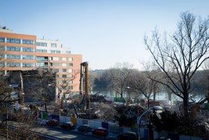 Na mieste PKO, ktoré zbúrali pred koncom roka aoktorého zachovanie verejnosť roky bojovala, vznikne River park 2 splanetáriom.
