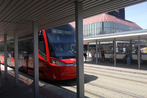 Leto v MHD je horúce, väčšina trolejbusov v Bratislave však má klimatizáciu.