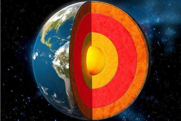 V strede zeme je zliatina železa a niklu, ktorá skrýva záznamy o vzniku planéty.