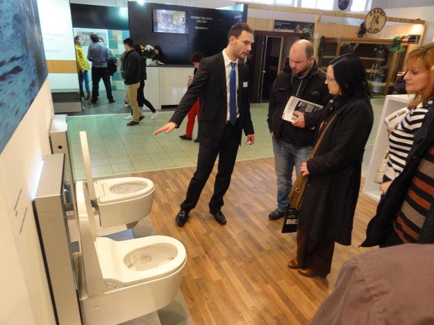 Každý z týchto inteligentných záchodov vyjde na 4 000 €.