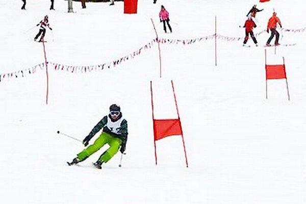 Stredoškoláci si zmerali sily v zjazdovom lyžovaní i snoubordingu.