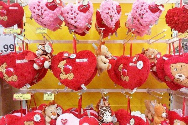 Z Valentína sa tešia obchodníci.