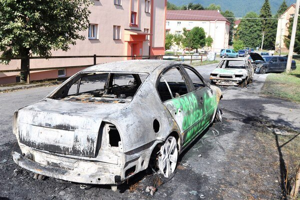 Autá v Istebnom niekto zapálil úmyselne.