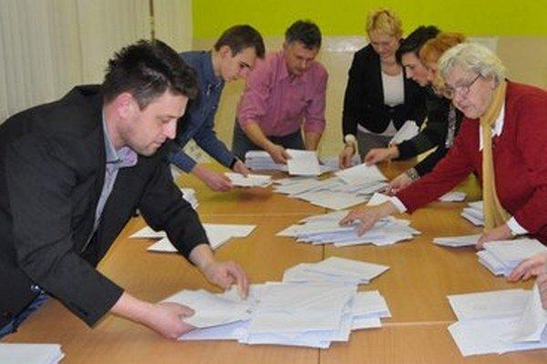Sčítavanie hlasov v Habovke.