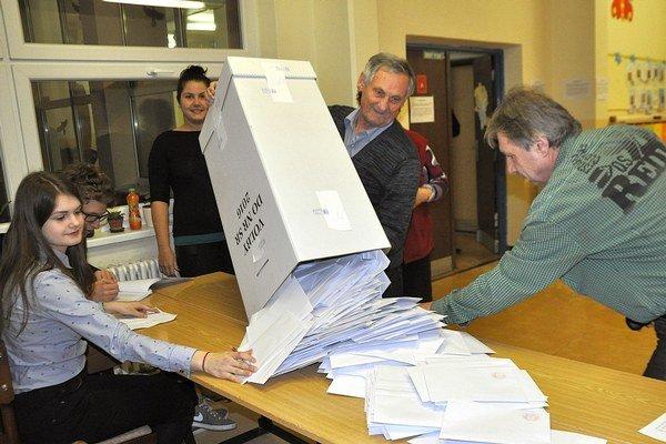 Voliči rozhodli, trafili sa do predpovedí politológov?