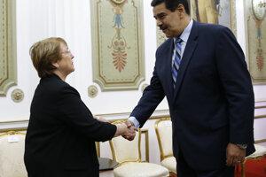 Michelle Bacheletová a Nicolás Maduro.