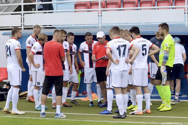 Futbalisti FC ViOn dnes odohrali prvý prípravný zápas pred novou sezónou.
