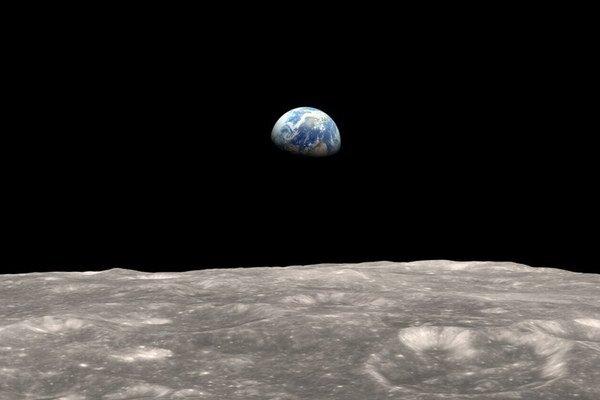 Mesiac môže ukrývať odpoveď, ako to bolo s objavením sa života na Zemi.
