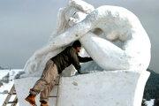 Výroba snehovej sochy trvalo tri dni.