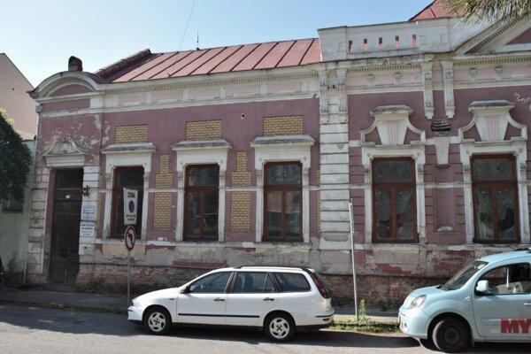 Bývalú budovu Csemadoku chce samospráva zmeniť na stredisko sociálnych služieb.