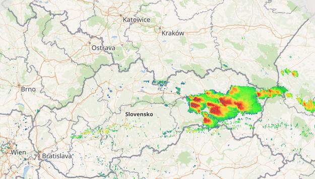 Táto oblačnosť sa postupne presúvala z Prešovského kraja na juh. Tento záber radaru bol urobený o 12.25. hod.