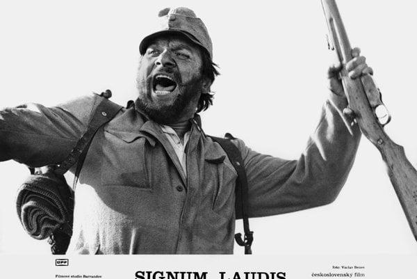 Fotoska k filmu Signum Laudis (1980)kde Vlado Müller vytvoril vrcholnú postavu svojej kariéry, kaprála Hoferika.