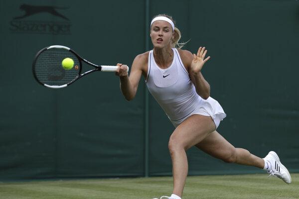 Anna Karolína Schmiedlová v 1. kole Wimbledonu 2019 v zápase proti Monice Puigovej.