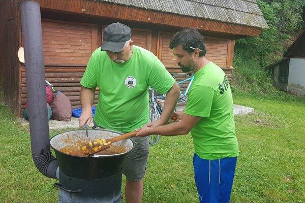 Vo varení súťažilo 16 družstiev.