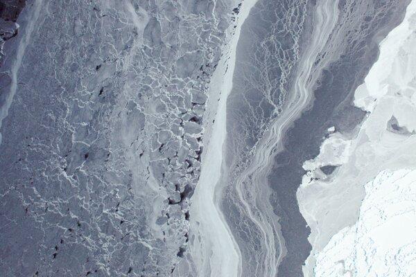 Morský ľad v Amundsenovom mori na západe Antarktídy.