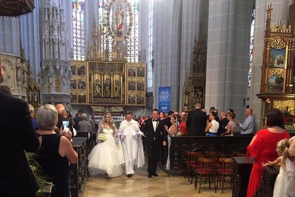 Na svadbe nechýbal ani župan Trnka, ktorý urobil túto fotografiu.