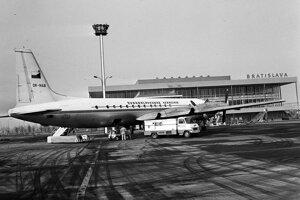 Československé aerolínie boli národne aerolínie Česko-slovenskej socialistickej republiky. Lietadlo stojí na Letisku Milana Rastislava Štefánika v Bratislave.
