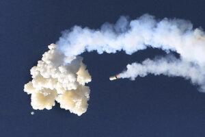 Test únikového systému pre kozmickú loď Orion na Myse Canaveral.