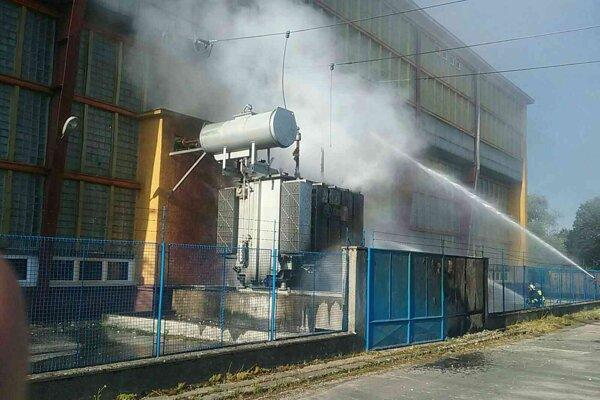 Hasiči zasahovali pri požiari vo vodnej elektrárni v utorok podvečer.