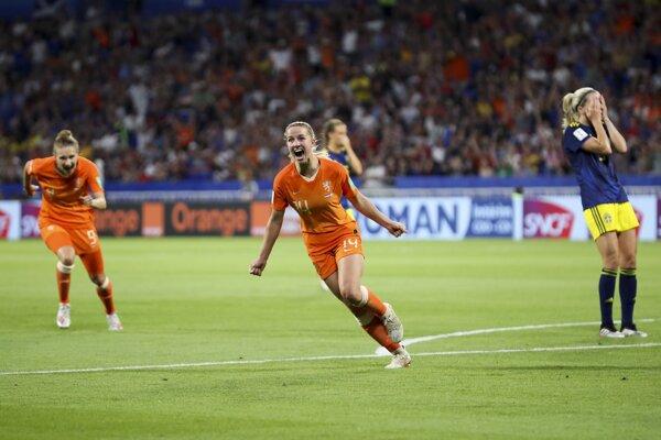Holandská stredopoliarka Jackie Groenenová sa raduje z gólu v semifinále MS proti Švédsku.