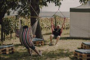 Na festivale vína si treba nájsť čas aj na oddych.