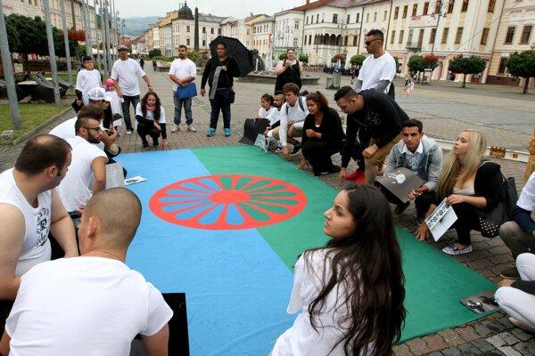 Foto z minuloročného XIV. ročníka festivalu Ľudia z rodu Rómov v Banskej Bystrici.