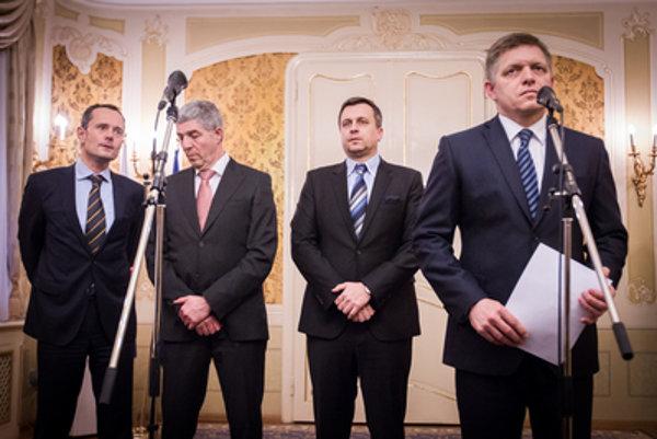 Smer bude mať tajomníkov na všetkých ministerstvách, zvyšné strany sa musia uskromniť.