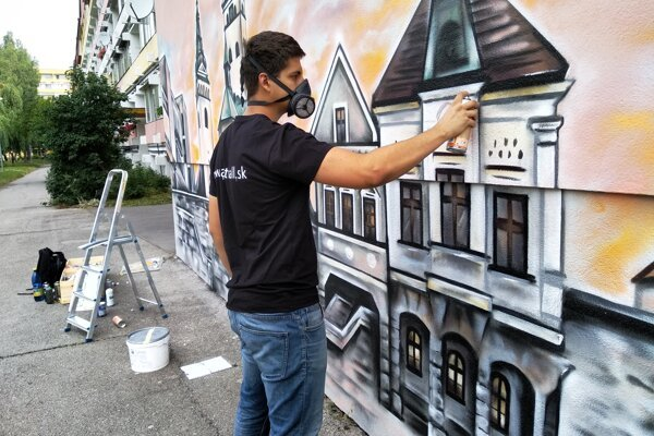 Denis dokončuje ďalšie zo svojich diel vo verejnom priestore.
