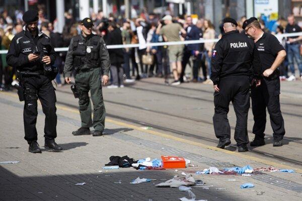 Polícia po streľbe na Obchodnej ulici v Bratislave.